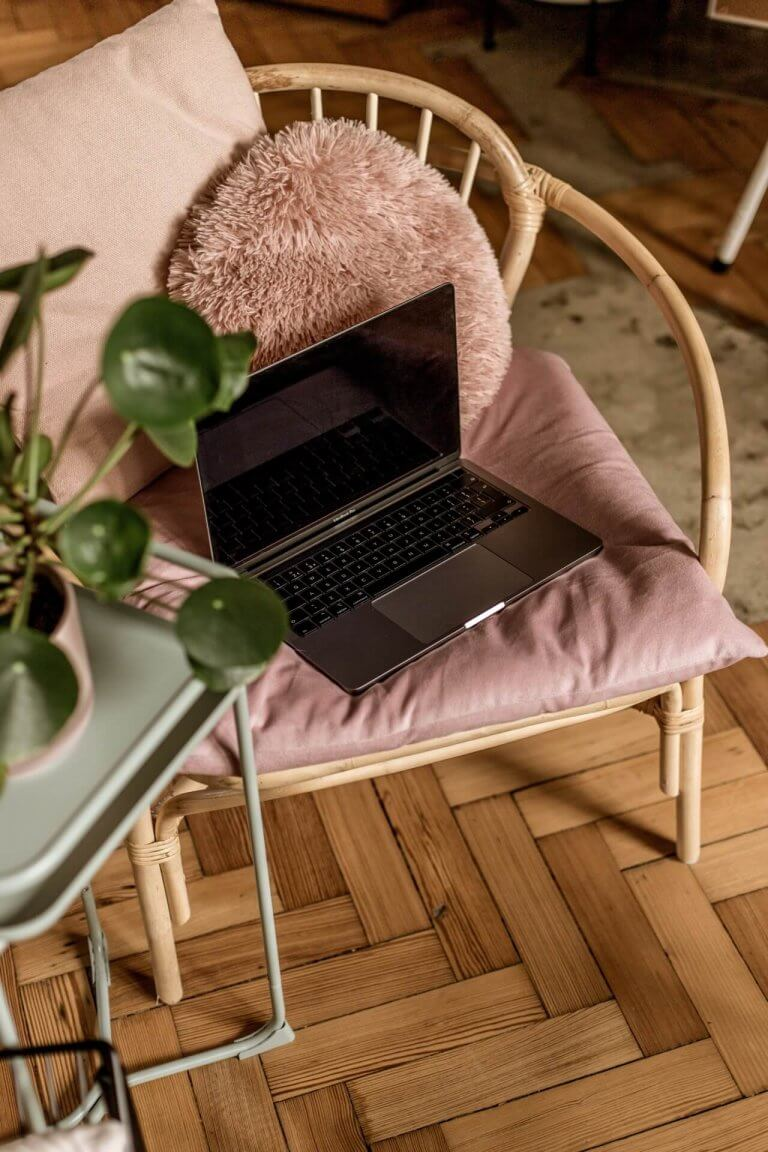 Contact Studio Cotton | Laptop on a pink chair